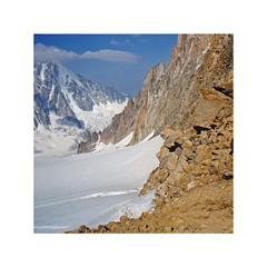 Composition d'altitude (Yvan LEMEUR) Tags: alpinisme alpes neige glace glacier aiguilleverte coldutournoir glacierdesaméthystes argentière refugedargentière hautemontagne hautesavoie chamonix montblanc montagne mountain france extérieur randonnée rochers