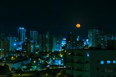 Red Moon - Bauru/SP (Enio Godoy - www.picturecumlux.com.br) Tags: niksoftware longexposure redmoon nikon d300s nikond300s moon baurusp viveza22138391326313133 moonlight night town red sky city