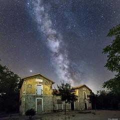 Estación de Vado Jaén (Francisco José López) Tags: franciscojoselopezmorante pentaxk1 nocturna paisaje estrellas via lactea night ruinas estacion de vado jaen