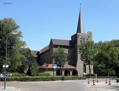 Sint Barbarakerk, Bunnik (bcbvisser13) Tags: kerk église kirche church sintbarbarakerk weg bomen dorp village dorf bunnik provutrecht nederland holland eu