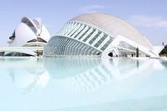 Tesoro: arquitectura moderna (AriCatalán) Tags: arquitectura españa spain ciudaddelasciencias valencia blue azul escueladejackie juegolvm opera hemisferic