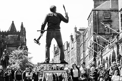 Street Performer (Cycling Road Hog 2018) Tags: blackwhite canoneos750d citylife colour ef50mmf18stm edinburgh man monochrome niftyfifty people places royalmile scotland street streetphotography streetportrait urban