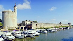 France, la Tour Constance de Aigues Mortes (Roger-11-Narbonne) Tags: aiguesmortes ville médièvale tour remparts rue porte