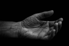 Offering - Offrande (♥Dany_de_Paris♥) Tags: art man homme main hand nb artistic