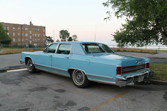 Nautical (Flint Foto Factory) Tags: chicago illinois urban city summer july 2018 north rogerspark leone beach park lakemichigan lake pm evening dusk 1222 wtouhyave touhy sheridan intersection 1978 1979 lincoln continental town car baby blue billyjoel still rock roll tome classic vintage american luxury auto automobile fullsize fomoco ford rear threequarter view chrome class wedgewood wedgewoodblue