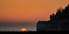 Ondergang (zsnajorrah) Tags: landscape landscapephotography evening sky sun sunset people silhouette trees buildings orange canon 7dmarkii ef70200mmf4lis france normandy normandie montsaintmichel