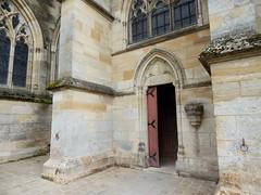 Des bergers découvrent1 statue de Vierge à l'Enfant dans un buisson en flammes. Construction gothique flamboyant 1406-1525.Basilique en 1914. petit portail nord. (areims) Tags: église lepine eglise