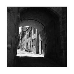 arch • vezelay, burgundy • 2016 (lem's) Tags: arch voute village vezelay burgundy bourgogne rolleiflex planar