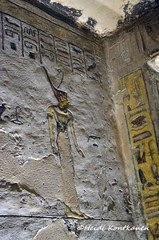 Goddess with the red crown (konde) Tags: amduat tomb ramsesiii 20thdynasty newkingdom kv11 valleyofthekings ancientegypt hautamaalaus deities divinity god goddess luxor thebes art afterlife relief hieroglyphs snake mythology redcrown