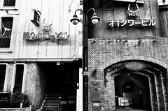 Street Fragments #398 - FUKUOKA Day and Night (Yoshi T. (kagirohi)) Tags: japan japanese fukuoka blackwhite bw street streetphotograph streetphotography alley fragment urban city cityscape snapshot ricoh gr ricohgr 日本 福岡 白黒 モノクローム モノクロ 路上 ストリート ストリートフォト 都市 風景 都市風景 スナップ スナップ写真 リコー 断片 blackandwhite monochrome depthoffield