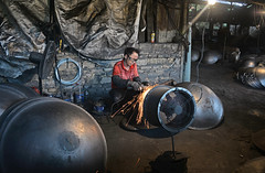 Iron wok factory 鐵鍋鑄造 (MelindaChan ^..^) Tags: heyuan china 河源 guangdong big wok factory 紫金縣 metal chanmelmel melinda iron melindachan mel heritage village tradition culture 鐵鍋鑄造 鐵鍋 鑄造 鐵 鍋 工廠 man life