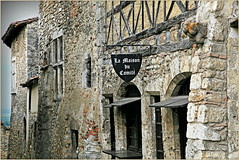 A Pérouges, Ain, Auvergne-Rhône-Alpes, France (claude lina) Tags: france auvergnerhônealpes claudelina pérouges architecture maisons houses ain