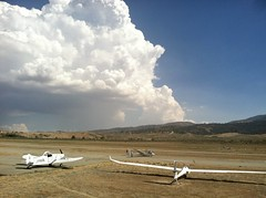 Flying near Bakersfield, CA (- Adam Reeder -) Tags: sky road grass airplane clouds cumulonimbus tehachapi ca california west coast united states soaring glider skylark north wwwkk6gpvnet kk6gpv adam reeder adamreeder areed145 seashore y2018 m05 d16 lat350 lon1180 mountain valley airport kern photo jpg flying near bakersfield promontory cliff wreck catamaran sandbar lakeside geyser flute shoppingcart