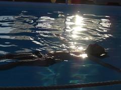 (Joan Pau Inarejos) Tags: grecia garmor despedida miconos mykonos junio vacaciones viaje antológicas antología antológica nadar nadando swimming luz reflejo destello brillo piscina pool