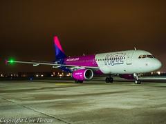 Wizz Air HA-LWJ HAJ at Night (U. Heinze) Tags: aircraft airlines airways nikon night planespotting plane haj hannoverlangenhagenairporthaj eddv flugzeug