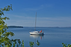 Hot summer day in Vääksy. Lake Vesijärvi, Finland (L.Lahtinen (nature photography)) Tags: summer finland sailboat lake vesijärvi calm blue hotweather beauty scenery