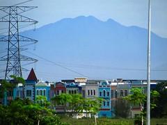 Mount Bubu (Of Ulu Kenas) From Kampar (thienzieyung) Tags: places distant view landscape terrain peaks range clear roofs shops gunung mount bubu kampar perak peninsula west malaysia thienzieyung ulukenas
