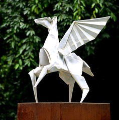 Winged (pjpink) Tags: origami sculpture lewisginterbotanicalgarden lewisginterbotanicalgardens lewisginter gardens northside rva richmond virginia june 2018 summer pjpink 2catswithcameras