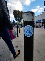 Her Leg (Kombizz) Tags: 144509 kombizz 2017 september2017 170917 amazingsunday birthdaypresent brighton seasideresorttown brightonandhove eastsussex nopsbatchresizing travel mobilephonetaking mobilephonecapture herleg flatearth globalwarning sticker bollard blackbollard