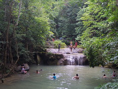 IMGP1973 (陳竹 / bamboo / Baipaii) Tags: thailand kanchanaburi waterfall erawanwaterfall onedaytrip pentaxq7 thammasat exchangestudent