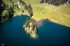 Hinterstockensee (VandenBerge Photography) Tags: hinterstockensee erlenbachimsimmental berneseoberland switzerland alps landscape lake nature pov forest travel trees water hiking