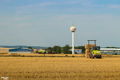 Square Bales | CLAAS (martin_king.photo) Tags: harvest harvest2018 ernte 2018harvestseason summerwork powerfull martin king photo machines strong agricultural greatday great czechrepublic welovefarming agriculturalmachinery farm workday working modernagriculture landwirtschaft martinkingphoto moisson machine machinery field huge big sky agriculture tschechische republik power dynastyphotography lukaskralphotocz day fans work place clouds blue yellow gold golden eos country lens rural camera outdoors outdoor claasteam team posing allclaaseverything bales squarebales summer claastorion torion535 claastorion535 new neu