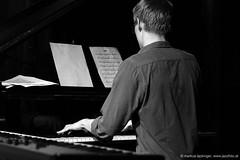 Lukas Moser: piano (jazzfoto.at) Tags: sony sonyalpha sonyalpha77ii alpha77ii sonya77m2 musiker musik music bühne concerto concierto конце́рт wwwjazzfotoat jazzfoto jazzphoto markuslackinger jazz jazzlive livejazz konzertfoto concertphoto liveinconcert stagephoto blitzlos ohneblitz noflash withoutflash mozarteum mozarteumsalzburg jazzitsalzburg jazzitmusikclubsalzburg jazzitmusikclub jazzinsalzburg jazzclubsalzburg jazzit2018 greatjazzvenue greatjazzvenue2018 downbeatgreatjazzvenue salzburg salisburgo salzbourg salzburgo austria autriche sw bw schwarzweiss blackandwhite blackwhite noirblanc bianconero biancoenero blancoynegro zwartwit pretoebranco