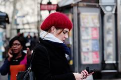 Chaperon rouge (Paolo Pizzimenti) Tags: poubelle matelas chaperonrouge femme fille bonnet parispaolo olympus zuiko m43 mirrorless film pellicule argentique 75mm 25mm f18 doisneau