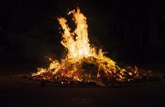 25/52 Fuego - Hoguera (kiiiwiii) Tags: kiiiwiii canon 7dmarkii proyecto project 52 semanas weeks 52semanas 52weeks kiiiwiiiphotography fuego fire hoguera sanjuan santjoan revetlla verbena solsticio verano summer bonfire solstice celebration celebracion llamas flames