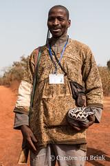 Dozo portrait (10b travelling / Carsten ten Brink) Tags: 10btravelling 2018 africa africaine african afrika afrique boundiali carstentenbrink cotedivoire dozo elfenbeinkueste iptcbasic ivorian ivorycoast korhogo malinké niofoin nionfoin nionfouin nioufoin senoufo senufo westafrica africain cmtb costume ethnicgroup hunter ivoirien ivoirienne man policeman portrait security tenbrink tribe