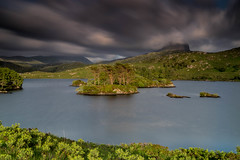 Loch Druim Suardalain. (Gordie Broon.) Tags: lochdruimsuardalain longexposure canisp suilven islands assynt scottishhighlands scotland schottland scenery paisaje landscape ecosse scenic summer windy lochinver escocia caledonia scozia cloudysky gordiebroonphotography paysage lac lago landschaft heuvels collines colinas see meer szkocja alba northwestscotland sonya7rmkii ilce7rm2 sonyepz18105f4gosslens geotagged le