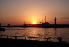 Marseille (Maxofmars) Tags: france francia marseille marsella marsiglia europe europa port porto puerto harbour sunset boat barco