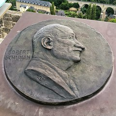 Memorial Plaque to Robert Schuman (brimidooley) Tags: eu luxembourg europa europe city citybreak travel plaque memorial luxemburg lussemburgo luxemburgo luksemburg luxembourgcity grandduchy