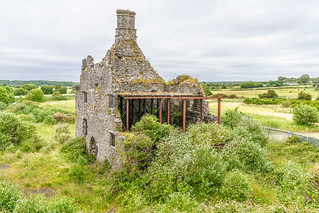 TERRYLAND CASTLE AND NEARBY IN GALWAY [ALSO KNOWN AS THE OLD CASTLE]-141376