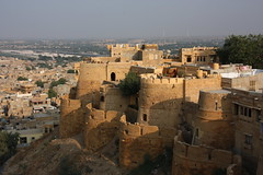 Rajasthan (mbphillips) Tags: rajasthan jaisalmer जैसलमेर राजस्थान southasia india 인도 印度 インド asia アジア 아시아 亚洲 亞洲 mbphillips geotagged photojournalism photojournalist travel inde indien 캐논 canoneos450d canoneosrebelxsi canoneoskissx2 canon canon450d sigma18200mmf3563 sigma
