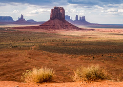 Monument Valley Navajo Tribal Park (Thomas Wyser) Tags: freiraum usa usasüdwesten freiraumfotoreisen freiraumfotografie travel travelphotograpy monumentvalleynavajotribalpark navajo firstnation fotoreise fujifilm fujixt2 iconic grandios landscape landschaft beauty schönheit reisen utah arizona nature travelgram roadtrip view explore rocks scenic scenicview amerika f11 iso125
