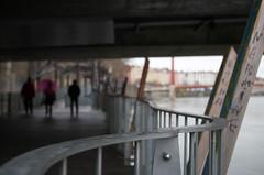 Flâneurs (Atreides59) Tags: people lyon saone saône rhone rhône water eau pont bridge pentax k30 k 30 pentaxart urban urbain street atreides atreides59 cedriclafrance