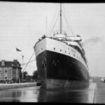 Cruise ship in canal locks, Sault Ste. Marie, Ontario / Navire de croisière dans les écluses, Sault Ste. Marie (Ontario) thumbnail