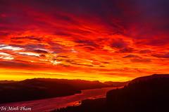 4th of July sunrise (Tri Minh) Tags: sunrise columbiarivergorge oregon washington gorge