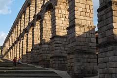 Segovia el acueducto romano (rafpas82) Tags: segovia acueducto acquedotto romani romano citta ciudad pueblo romans stairs gradinata escaleras archi arcos spagna spain españa fujifilmx100t x100t fujinon