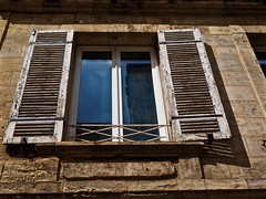 FENÊTRE DE BORDEAUX (Professor Bop) Tags: professorbop drjazz olympusem1 bordeaux france fenêtredebordeaux stone building structure mosca
