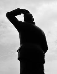 stan laurel (Mr Ian Lamb 2) Tags: stanlaurel laurelandhardy laurelpark northshields dockwraysquare statue silhouette mono monochrome bandw