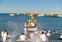 NUESTRA SEÑORA NAVEGA (josmanmelilla) Tags: virgen carmen melilla mar tradición españa pwmelilla flickphotowalk pwdmelilla pwdemelilla