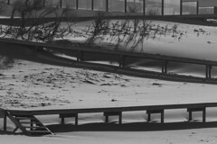 Zig zag (luenreta) Tags: médanos madera lineas sombras escalera camino bw 7dwf monocromático