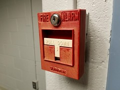 Fire alarm at Montgomery College (SchuminWeb) Tags: schuminweb ben schumin web june 2018 montgomery county maryland md rockville college montgomerycollege fire alarm alarms pull stations simplex down pulldown simplexgrinnell system systems red grinnell time recorder company pullstation pullstations tbar t bar bars tbars single action firealarm firealarms white