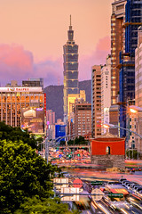 The rush hour in  Taipei (Jennifer 真泥佛) Tags: taipei rushhour taipei101building sunset taiwan car 北門 忠孝西路