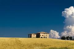 Estate sui colli modenesi (Luca Nacchio) Tags: colli modenesi giallo azzurro colori campi campagna modena nuvole hills yellow colors fields clouds photography landscapes