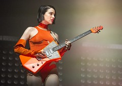"St Vincent - VIDA Festival 2018 - Viernes - 1 - M63C9547 • <a style=""font-size:0.8em;"" href=""http://www.flickr.com/photos/10290099@N07/28277316727/"" target=""_blank"">View on Flickr</a>"