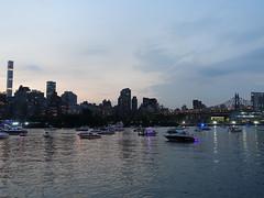 201807023 New York City Midtown (taigatrommelchen) Tags: 20180727 usa ny newyork newyorkcity nyc manhattan queens river eastriver boat bridge sky dusk icon city skyline