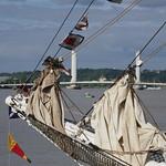 La proue du Belem entre le pont Chaban-Delmas et la Cité du Vin, Tall Ships Regatta 2018, Bordeaux, Gironde, Nouvelle-Aquitaine, France. thumbnail